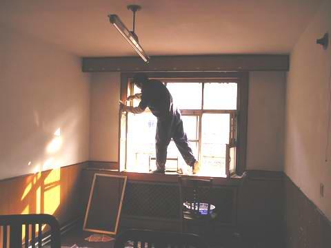 保洁服务队的服务项目包括:房间刮大白、单位家庭保洁、装修
